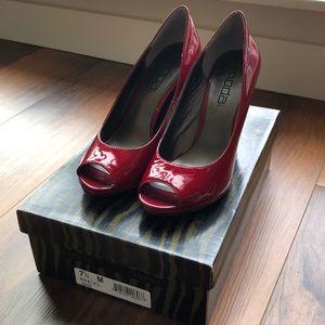 Moda Patent Red 7.5M Heels (never worn)